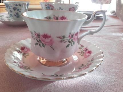 Royal Albert Porzellan England, Tee-/Kaffee-Tassen in Rheinland