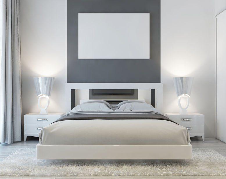 Przytulna Biala Sypialnia Z Puszystym Dywanem Poloz Sie I Zostan Design Urzad Small Master Bedroom Design Ideas Art Deco Bedroom Small Master Bedroom