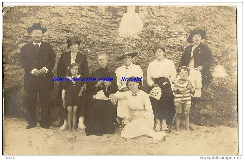 cp 35 ROTHENEUF Souvenir du 13 aout 1915 , signé Enma MONETTE , une belle famille , tricoteuse