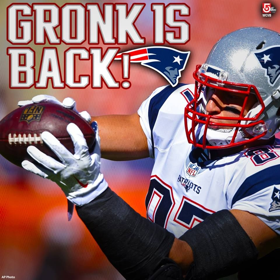 Gronk Is Back The Catch Was Awesome But That 50 Yard Run Into The End Zone Was Patriots Football England Sports New England Patriots