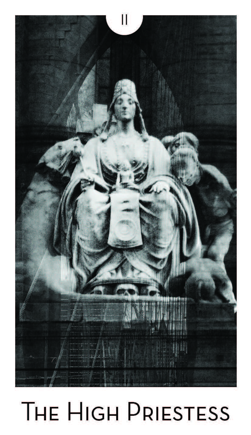 The High Priestess nel bellissimo mazzo di carte CITY MYSTIC - NEW YORK di Ginnie Jester (www.ginniejester.com)