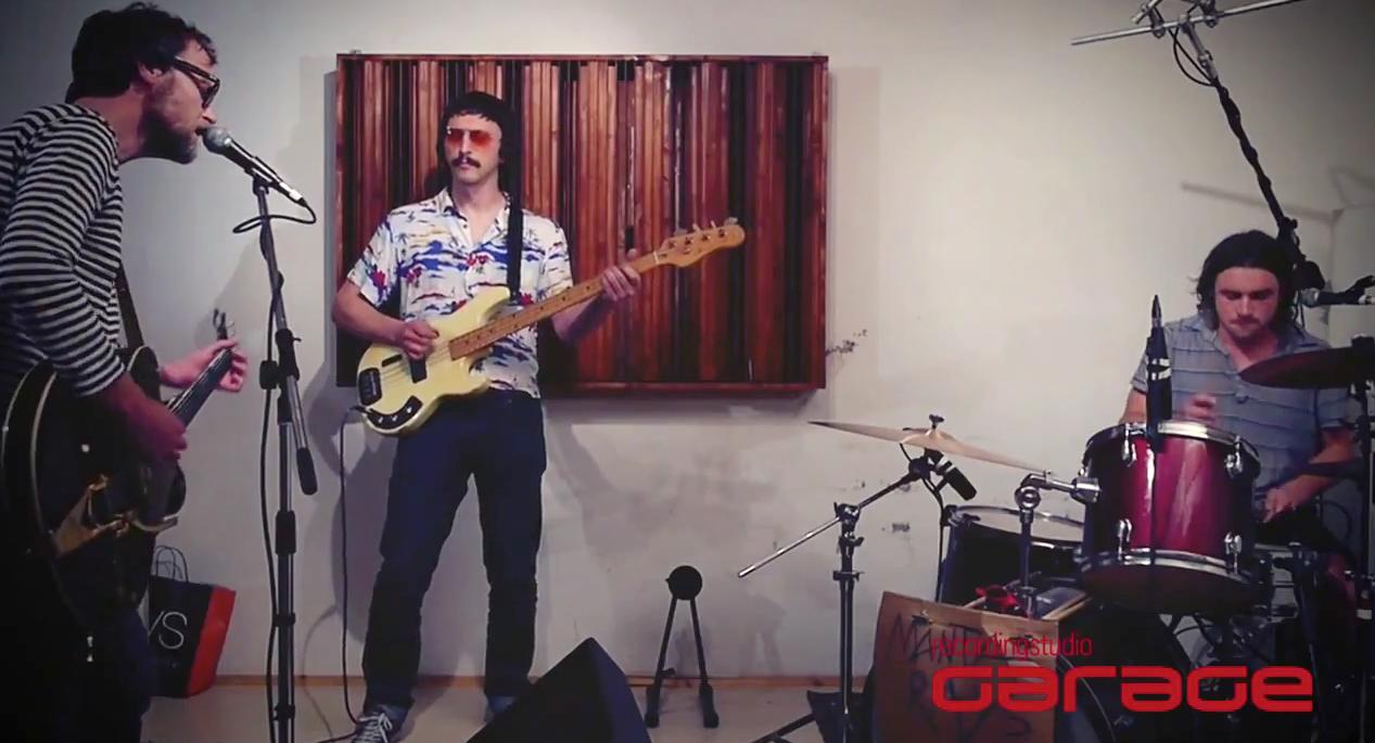 Manta Rays live at Garage Live, video live in studio