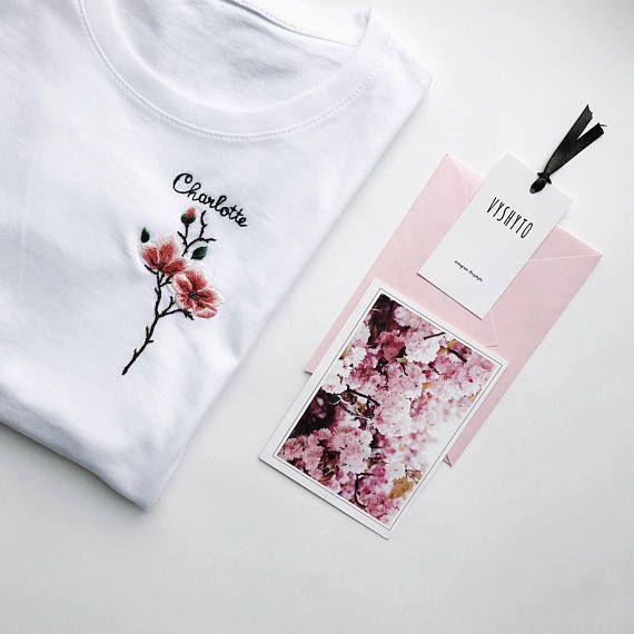 Custom name shirt, Personalized gift, Mother's Day gift, Personalized Name Embroidered t-shirt, Floral embroidery tee, Florist gift – Stickerei , handwerker und mehr