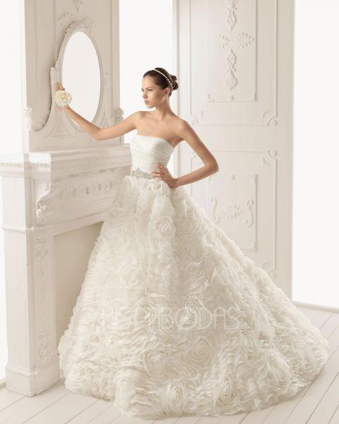modelo ron aire barcelona 2013. colección vestidos de novia grupo
