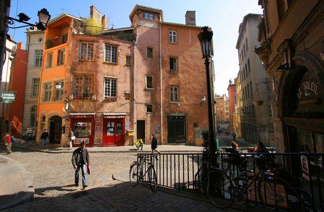 Promenade Historique Dans Le Vieux Lyon Vieux Lyon Visiter Lyon Voyage Culturel