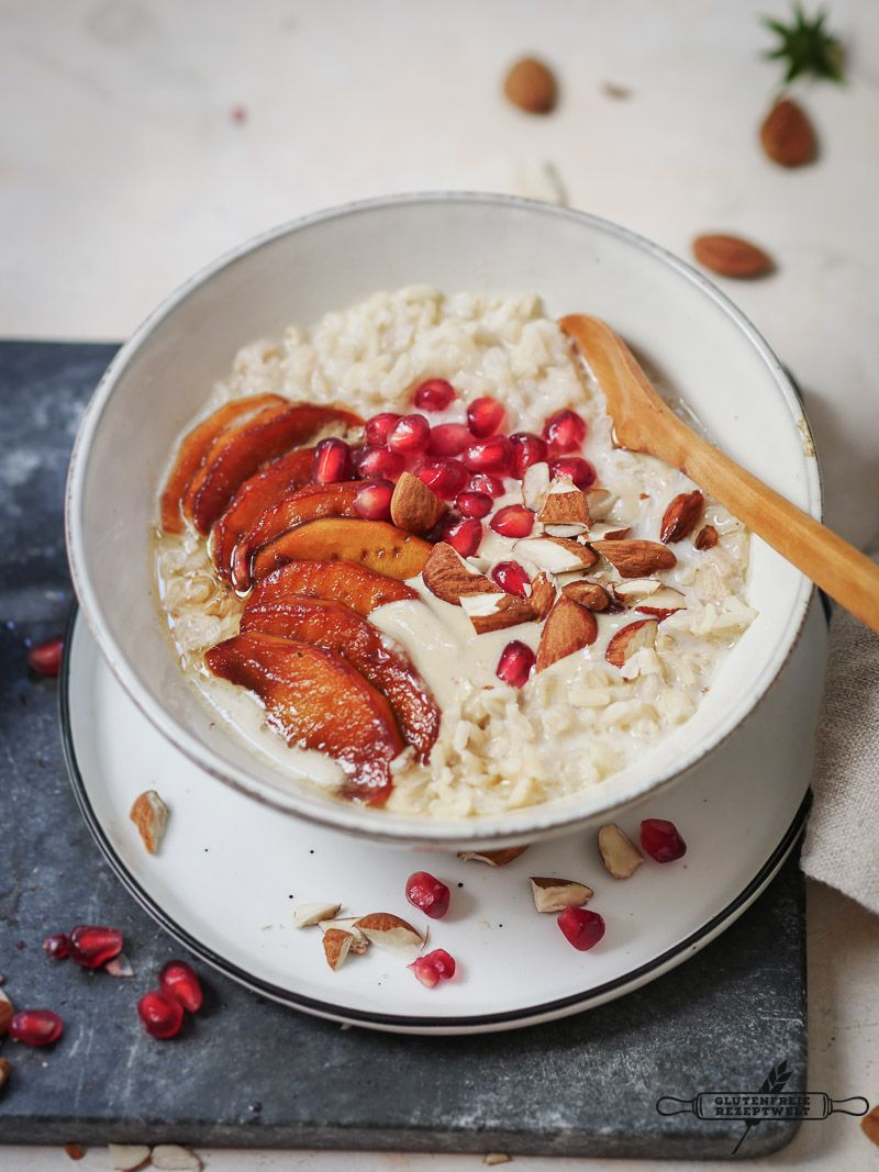 Vollkorn Reis Porridge mit karamellisierten Äpfeln und Mandeln, vegan und glutenfrei
