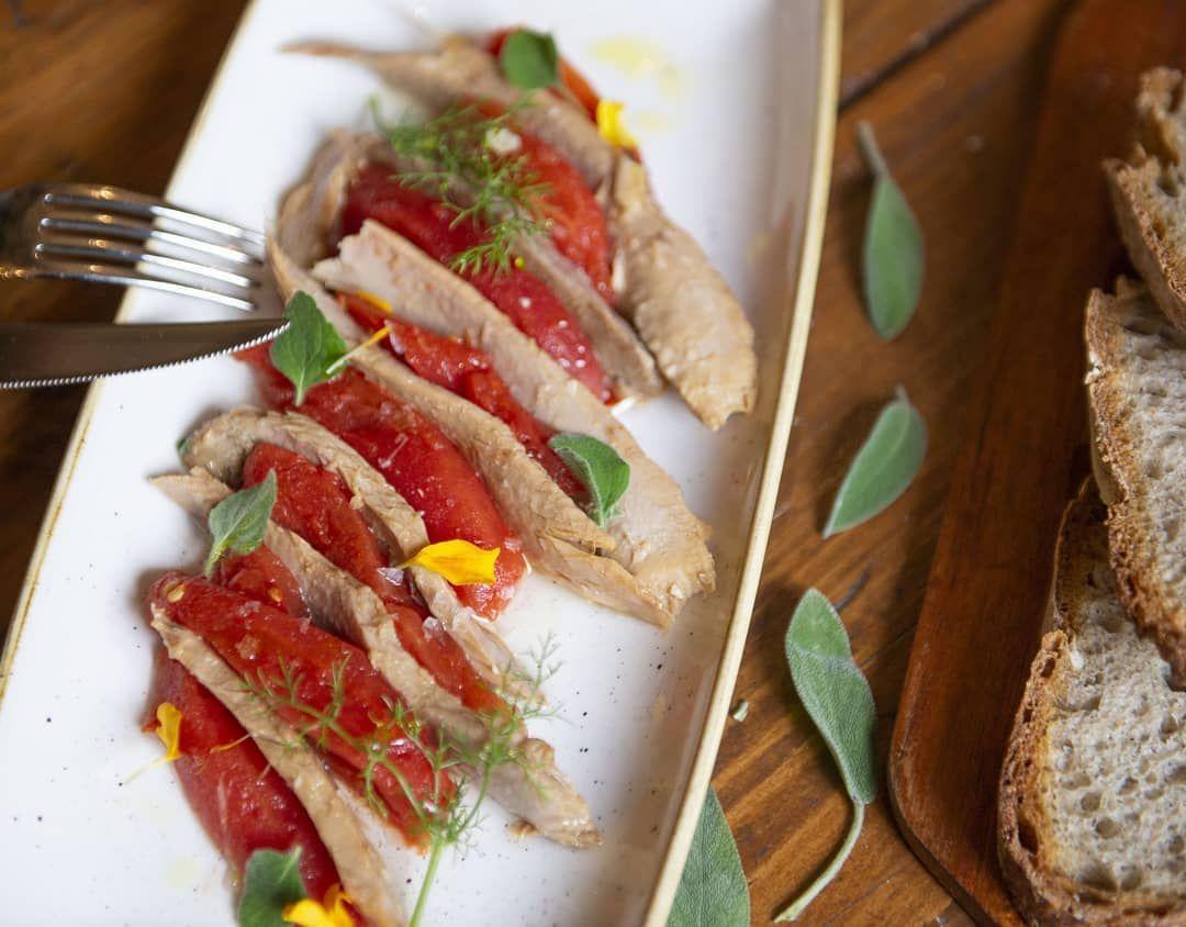 Oggi 1 novembre siamo aperti e dal nuovo  Menù Autunno 2019 vi proponiamo: Ventresca di tonno del Cantabrico con pomodoro della Navarra e pepe di Kampot Un piatto all'apparenza semplice ma molto ricercato! Da provare subito     #food #pomodoro #tomato #newmenu #lightlunch #healthyfood #healthylifestyle #light #delicious #tonno #ricetta #lunch #pranzo #pausapranzo #instafood #insta_roma #foodporn #picsoftheday #ognissanti #foodblogger #foodlovers #foodphotography #foodgram #recettenovembre Oggi #recettenovembre
