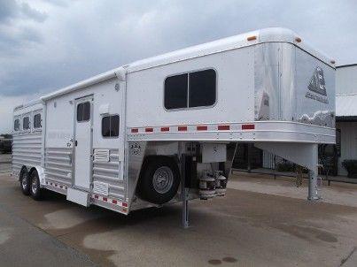 2016 Elite 3 Horse Mustang 8 8 Sierra Interior Living Quarters