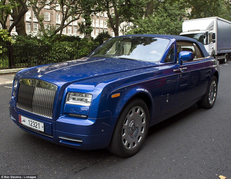 The World S Finest Cars Clog Up London S Streets Rolls Royce Super Cars