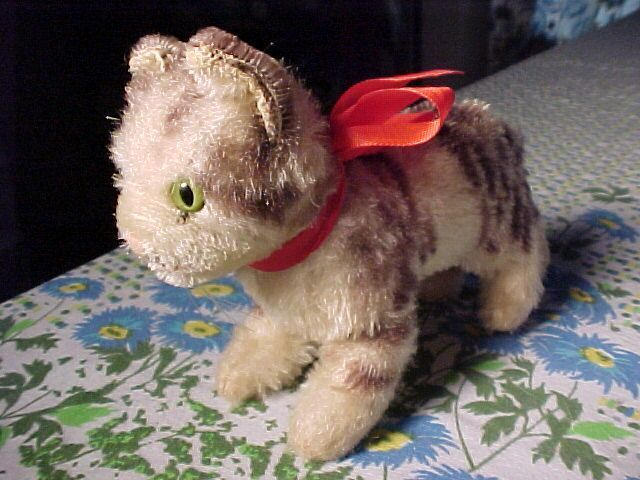 """Steiff Cat 5"""" tall and 6"""" long not including tail."""