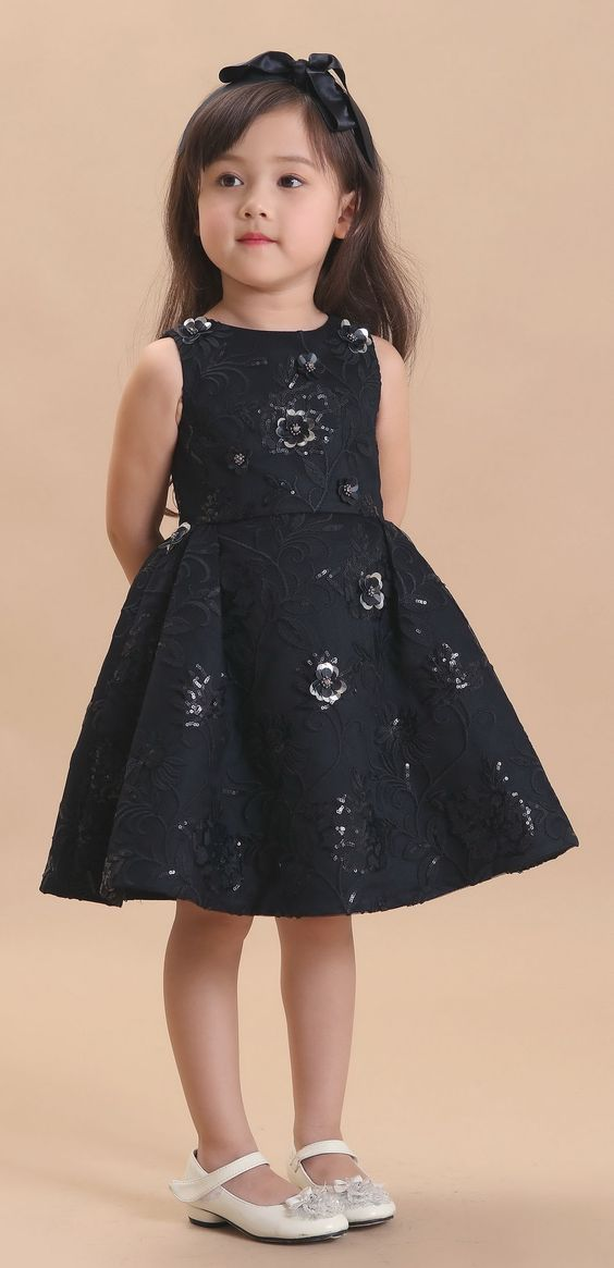 صور فساتين اطفال تجنن فساتين اطفال افراح جديدة Kids Dress Kids Frocks Little Girl Dresses