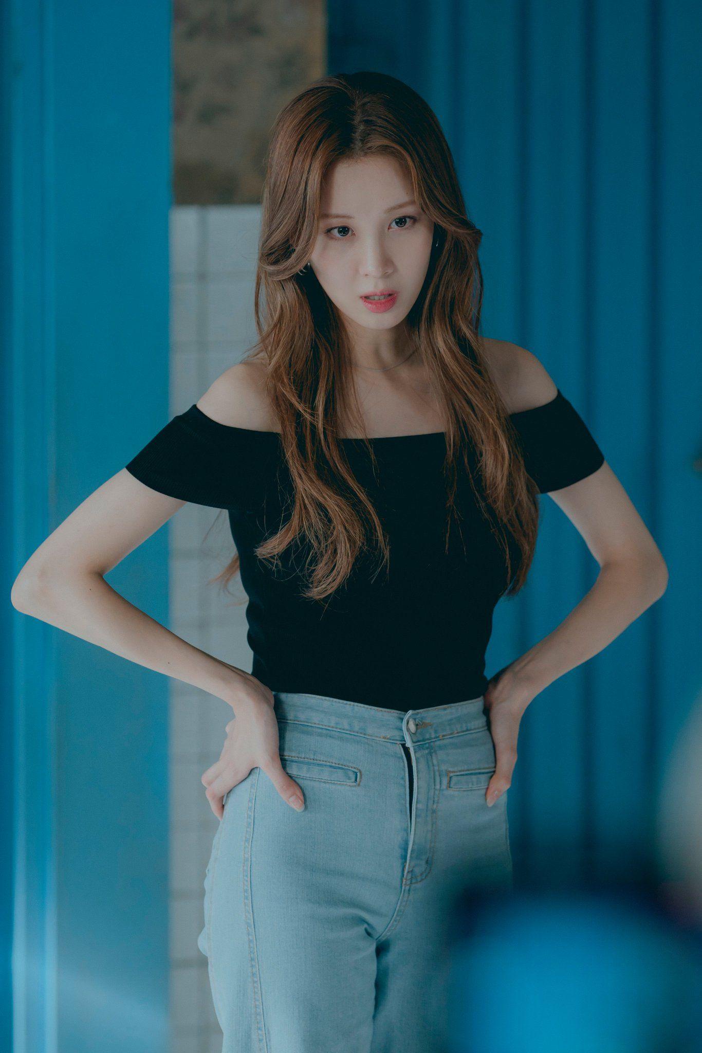 ปักพินโดย 🌻Littleday🌻 ใน Seohyun 628   ผู้หญิง, ชุดราตรี, สวย