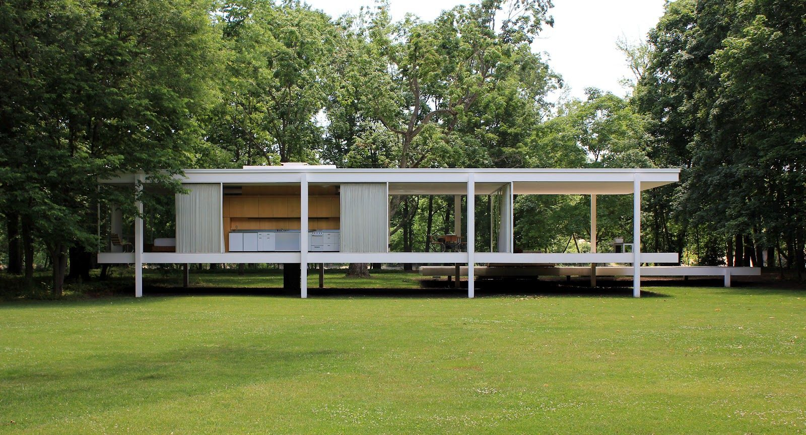 the farnsworth house built by ludwig mies van der rohe in. Black Bedroom Furniture Sets. Home Design Ideas
