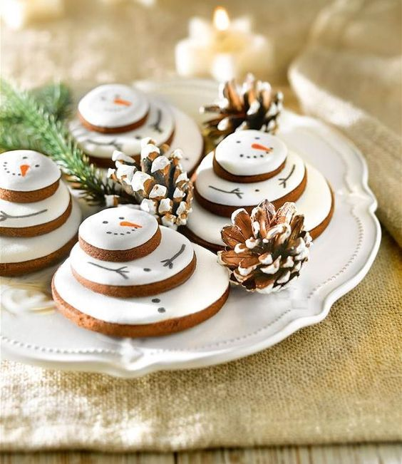 35 Easy Christmas Cookie ideas - Easy Ideas for Holiday dessert Isabellestyle Blog #christmascookies