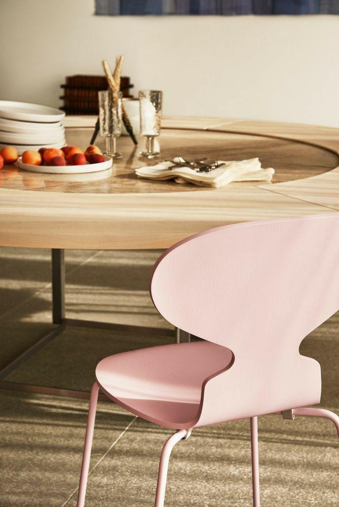 Sedute iconiche. Sedia di Arne Jacobsen   Sedie in legno ...