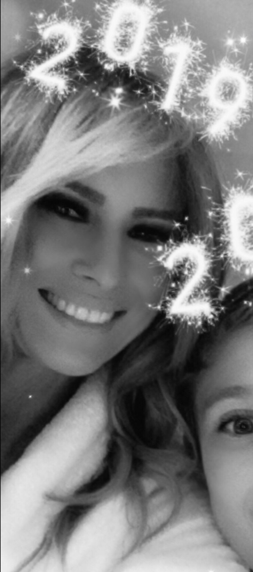 Happy New Year! FLOTUS #Melania Trump posts a selfie with her son Barron on January 1, 2019. 🎉