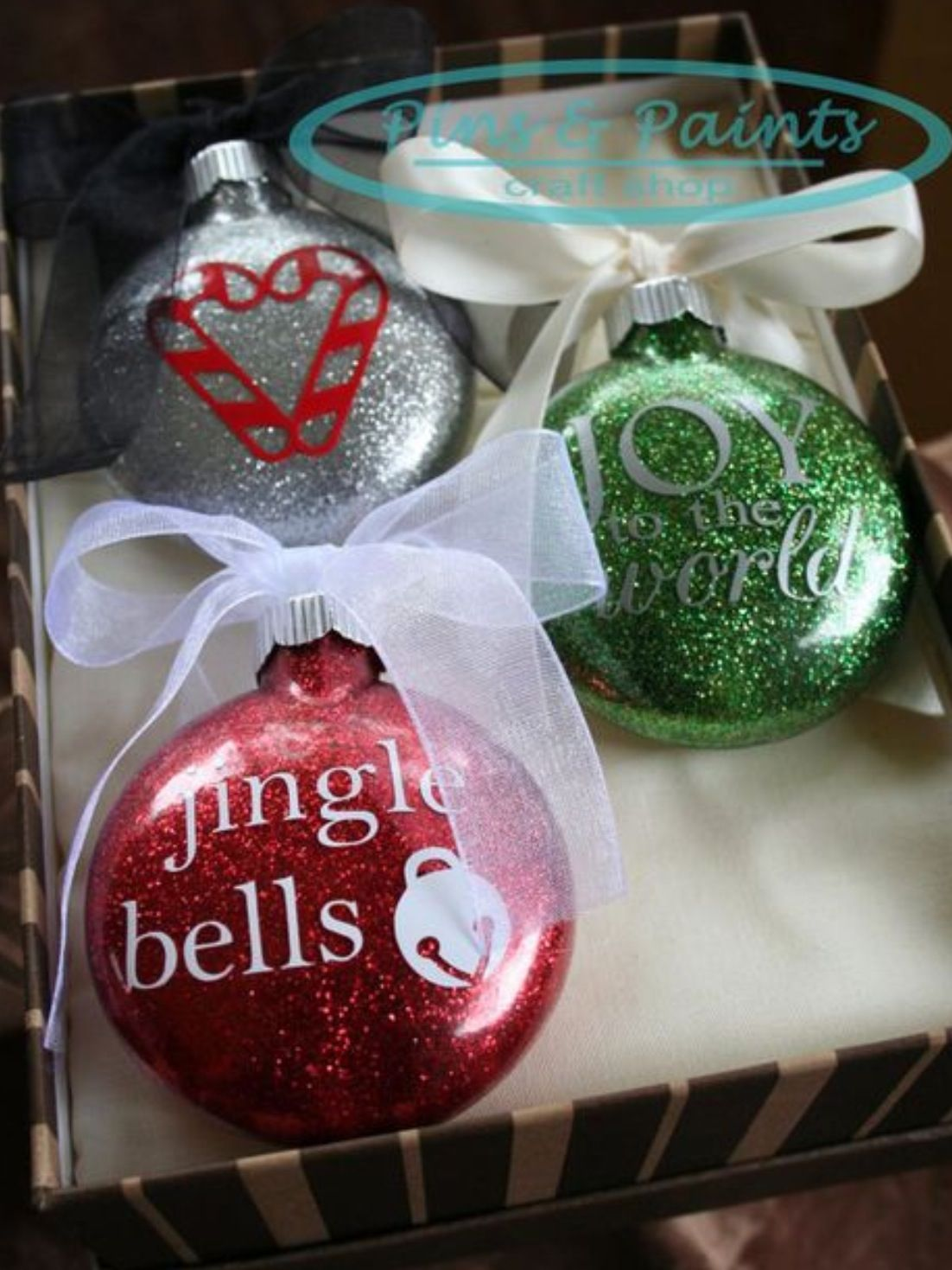 DIY glitter ornaments with vinyl decals. Vinyl christmas