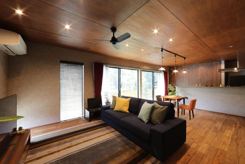 壁にも天井にも 白 は使わないと決めたs様 基調のブラウンに差し色を入れて個性をプラス クラシスホーム 模様替え インテリア