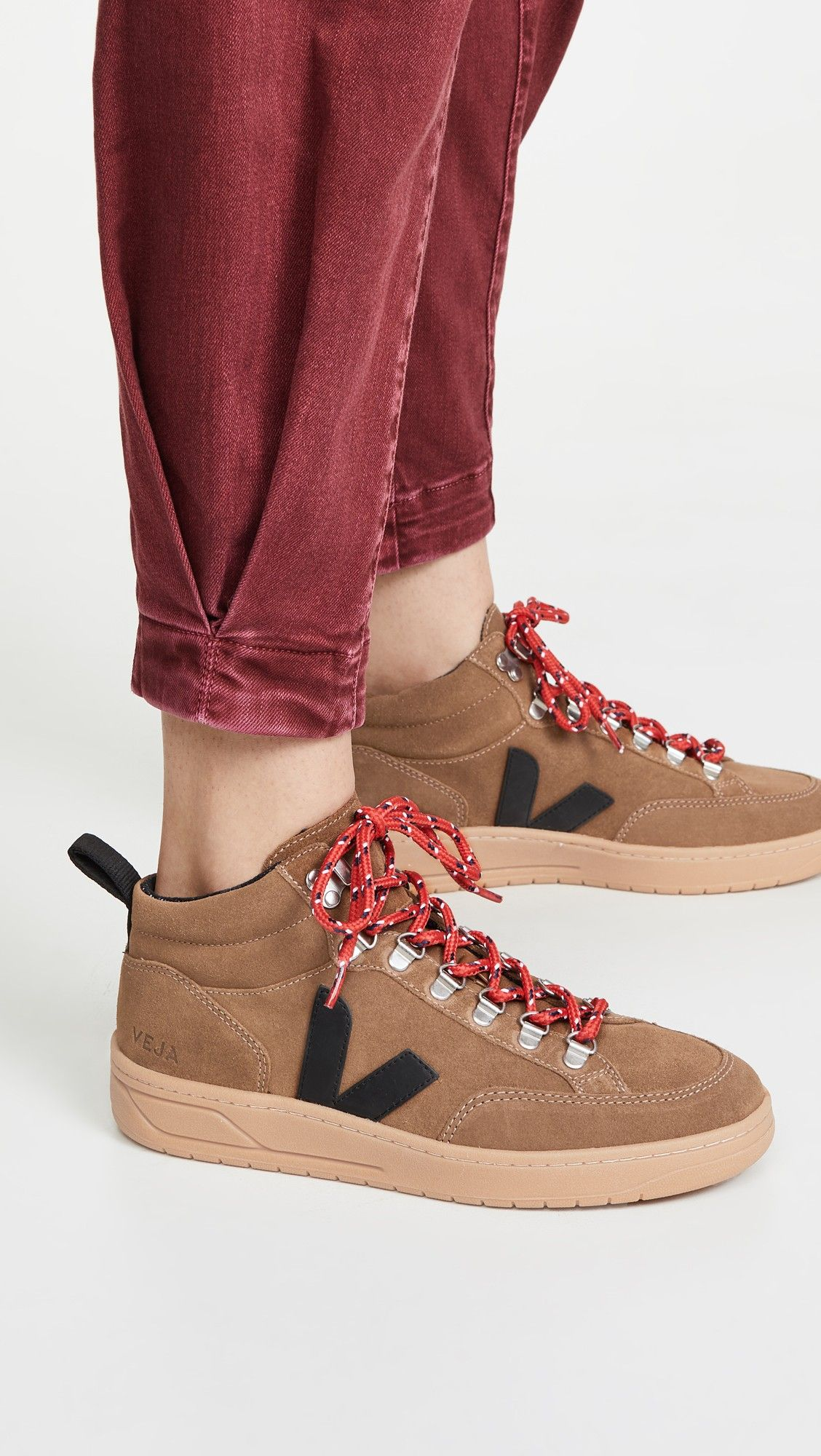 Veja Roraima Sneakers in 2020 Sneakers, Hiking fashion