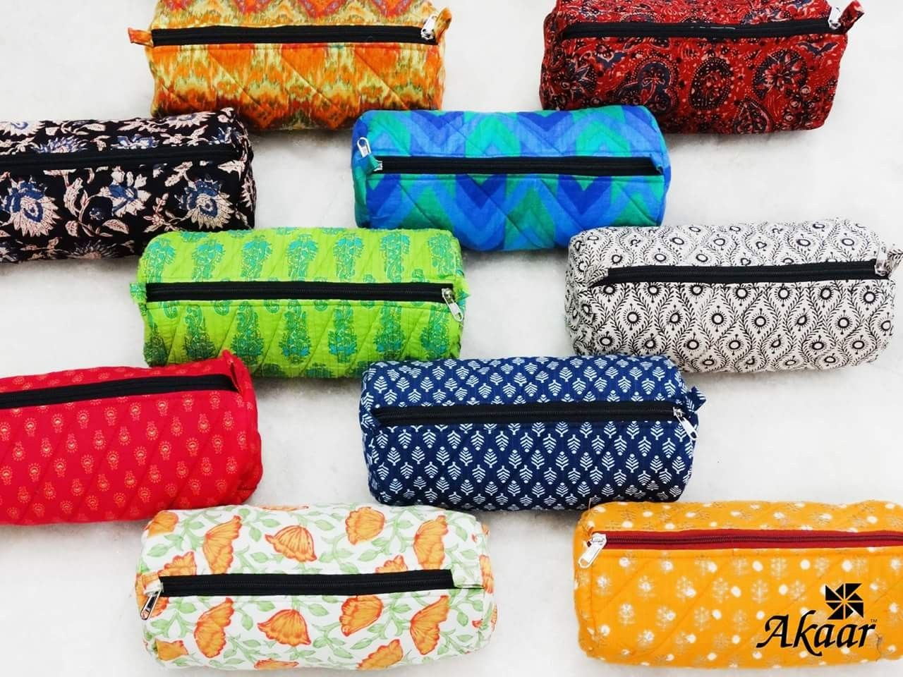 Travelling bags in cotton fabric. Price Rs. 170.00 / US