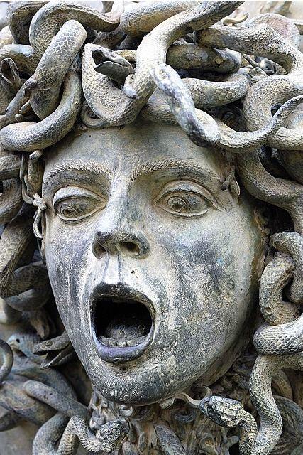 Medusa gargoyles spouter wasserspeier und andere for Steinskulptur garten
