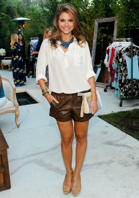 Pair your fave leather shorts with a breezy top, neutral heels, and a statement necklace like Maria Menounos. This look could work for daytime, or a night out. Cute!