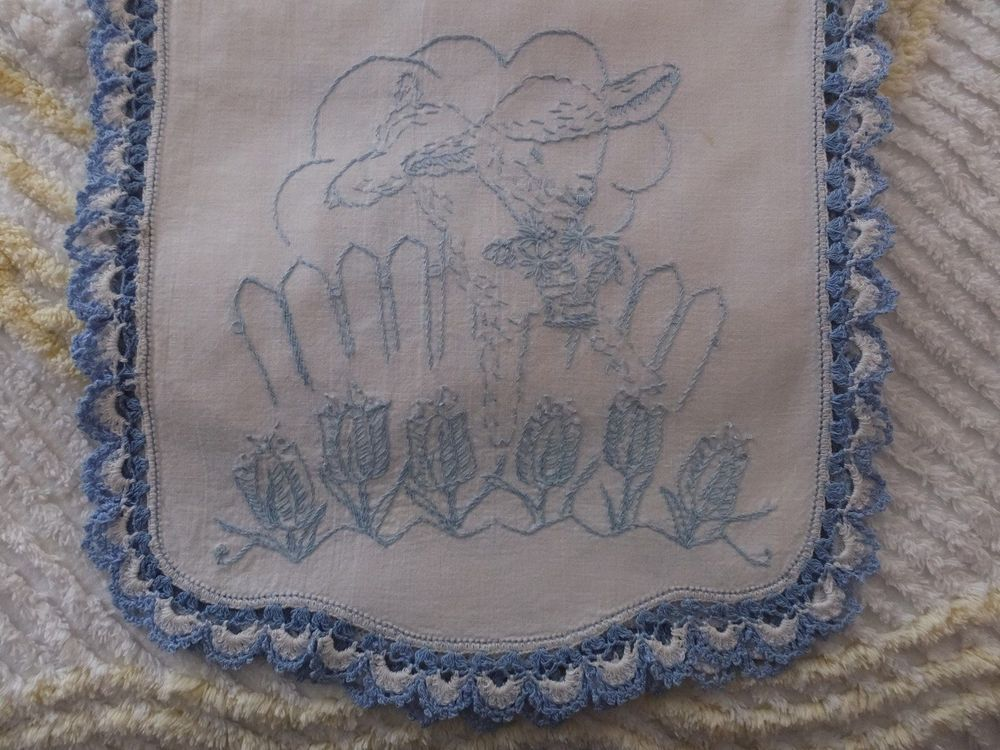 VINTAGE HAND EMBROIDERED CROCHET LACE LITTLE LAMB NURSERY SPRING EASTER RUNNER