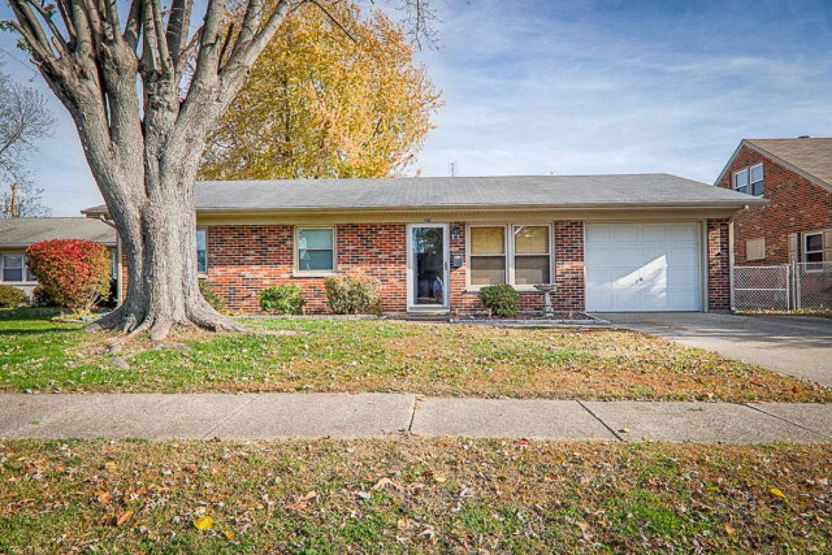 3 bedroom, 1 bath, 1 car attached garage in Thoroughbred Acres. Large family room addition with fireplace and fenced in back yard. Check out the pictures and call to schedule your showing today! Marketed by Castlen Realtors/Kim Roberts 270-903-6442
