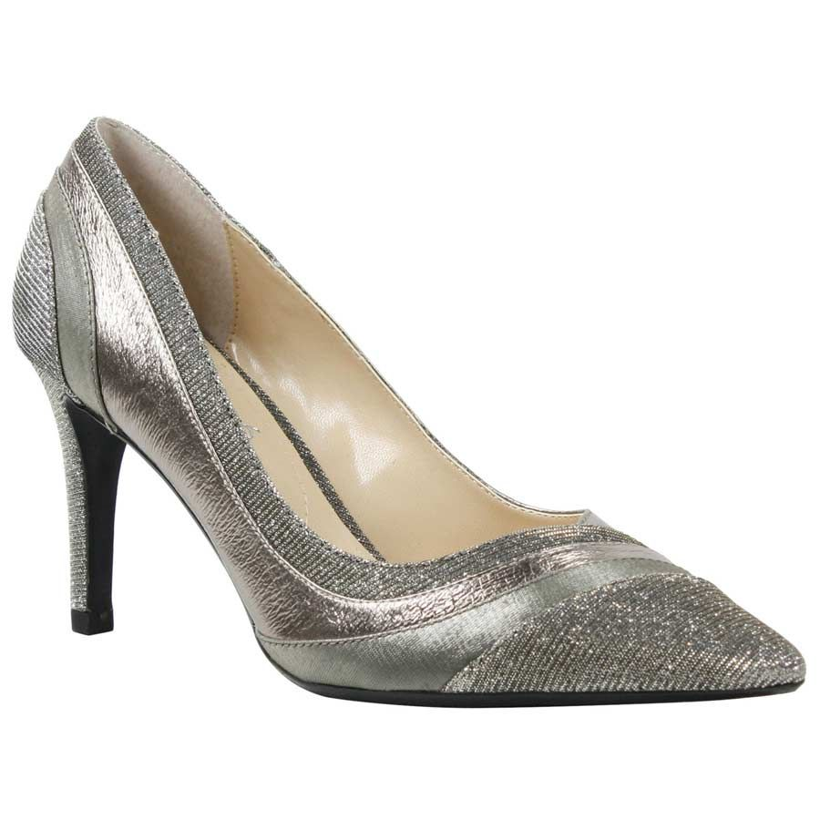 Say I do in the shoe! Shop Pointy toe pumps