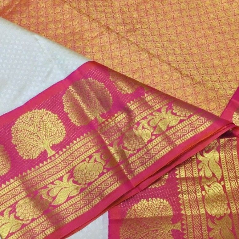 Kanchipuram silk saree is a testimony to highly skilled craftsmanship. A kanchipuram weave is certain to bring joy to both weaver and on… | Ploom, Weaving, Handloom