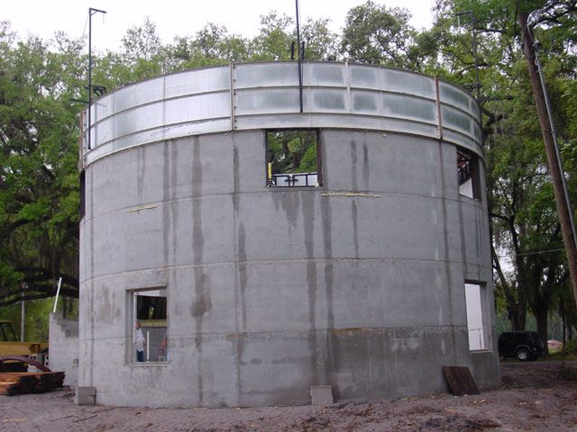 Round Homes Images Greensburg Kansas Silo Eco Home Retaining Wall Design Concrete Retaining Walls Retaining Wall