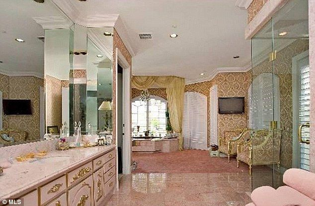 Martin Lawrence puts Beverly Hills mansion on the market a year after  splitting from wife. Martin Lawrence puts Beverly Hills mansion on the market a year