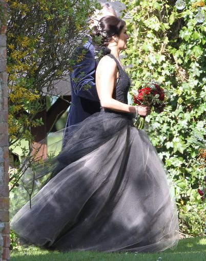 90210 Actress Shenae Grimes Broke With Tradition For Her Wedding To British Model Josh Beech The Can White Wedding Gowns Shenae Grimes Wedding Vera Wang Dress