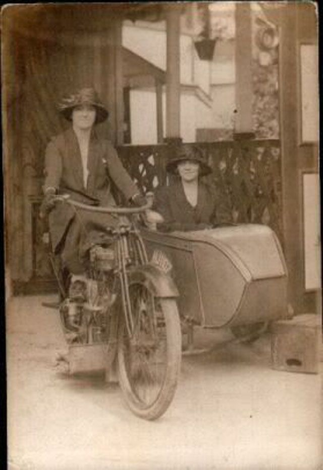 Classic Motorcycle – Interesting Vintage Photos of Badass Women Riding on Side…