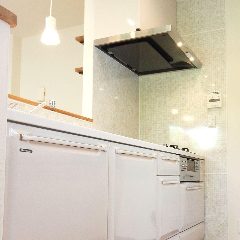 キッチンはタカラスタンダードさんのホーローキッチン キッチンパネルもホーローです タカラスタンダード キッチン タカラスタンダード キッチン 収納のリフォーム