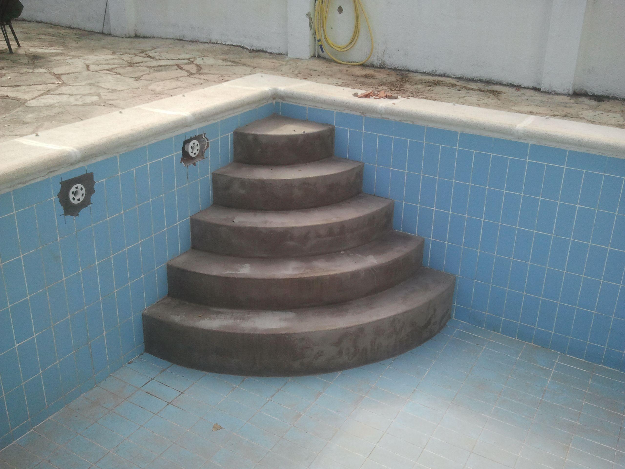 Escalera de f cil acceso de obra piscinas pinterest for Escalera piscina facil acceso