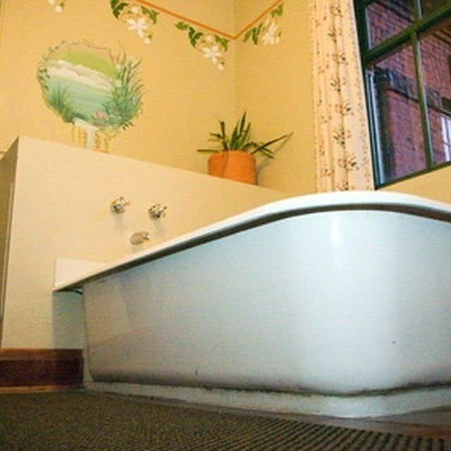 clean old bathtubs with vinegar. | bathroom | cleaning, bathtub, old