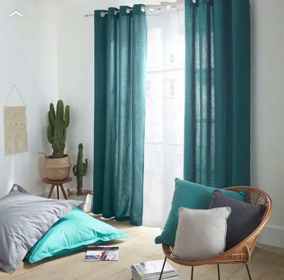 Des beaux rideaux bleus dans une chambre blanche / castorama ...