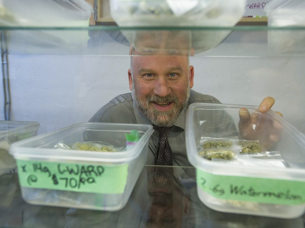 Two Vancouver pot dispensaries are no longer requiring a doctor's note or membership from those seeking to buy marijuana. The Vancouver Dispensary Society runs storefront operations on East Hastings and Thurlow Streets. Founder and pot activist Dana Larsen said other medical marijuana dispensaries have quietly dropped their requirement for medical notes, but he elected to […]