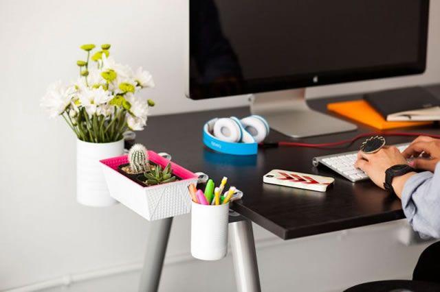 accesorios de escritorio reciclados y colgantes