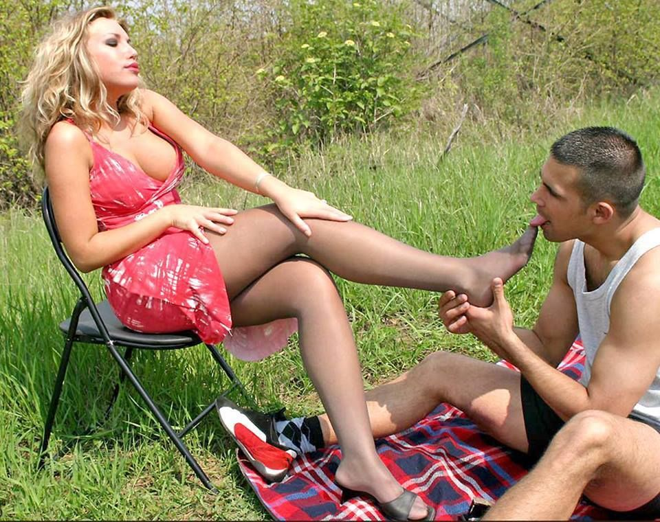 Lesbians Worshipping Feet Outdoors