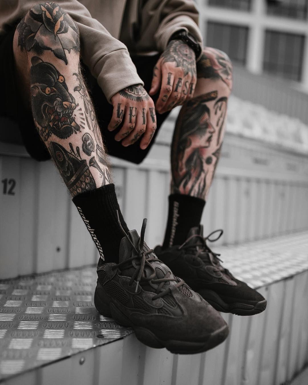 фото голых фото криминальных тату на ногах том