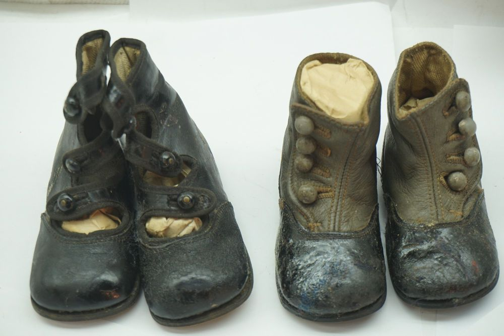 ANTIQUE BABY SHOES LOT OF 2 PAIRS VICTORIAN BUTTON 2 TONE LEATHER BLACK GRAY