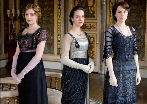 Tres Chic Elbow-Length Gloves   19 Majestic Fashions That Deserve A Comeback