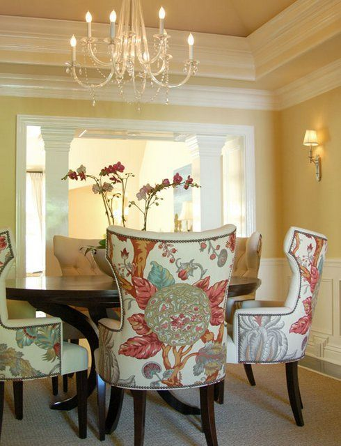 Cozy Casual Decorating Style: This Cozy Hancock Park Casual Dining Room #DiningRoom