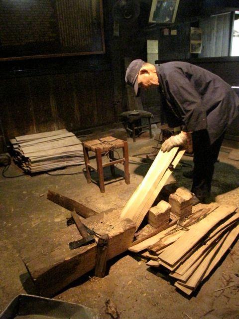 riving shingles in Japan