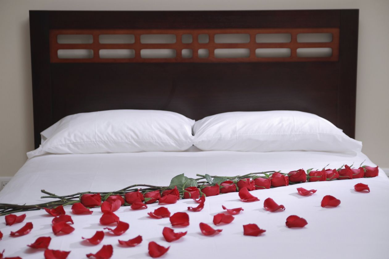 Como adornar la habitaci n para una noche rom ntica for Decoracion de habitacion para una noche romantica