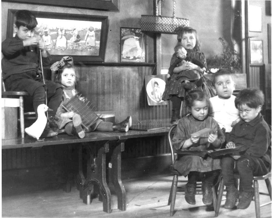 Children playing in hullhouse ca 1900 jane addams