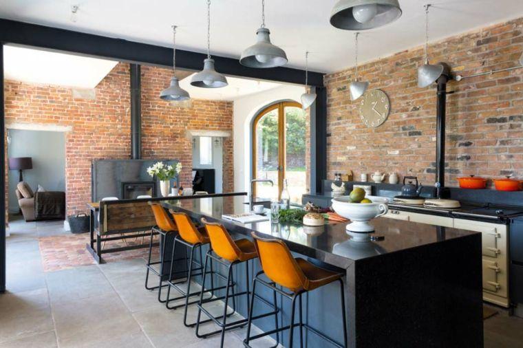 lampadari a sospensione e mobile della cucina con isola neri ...
