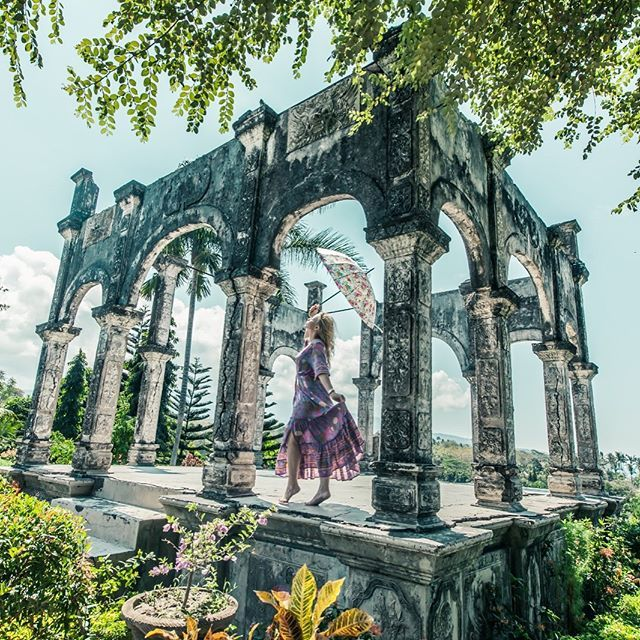 Ive been wanting to shoot at this beautiful pavilion in Bali since forever turns out it was worth  I...